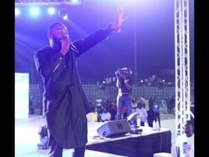 Video (standup): Woli Arole Performs at Small Doctor's Concert